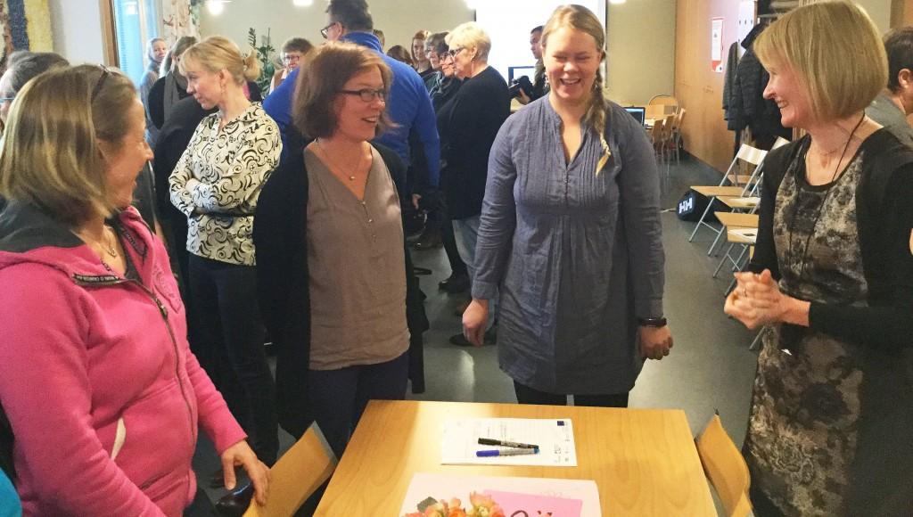Kuvassa keskellä Jennie Nyman ja Kaisa Harmaala. Kuva Ilse Skog